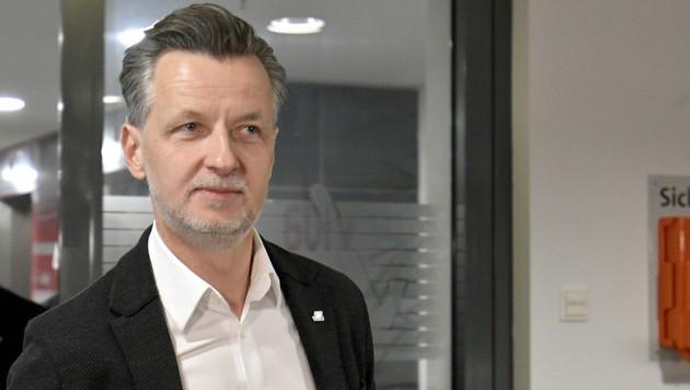 vida-Chef Roman Hebenstreit fordert mehr Arbeitsinspektoren, damit die Zahl der Arbeitsunfälle wieder zurückgeht. (Bild: APA/HERBERT NEUBAUER)