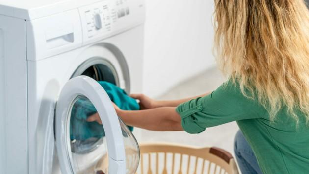 Die Waschmaschine war nach dem ersten Durchlauf kaputt (Symbolbild). (Bild: ©Sondem - stock.adobe.com)