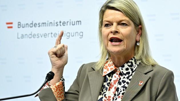 Verteidigungsministerin Klaudia Tanner (ÖVP) (Bild: APA/HANS PUNZ)