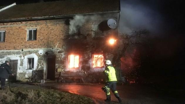 Ein Bauernhof in Alberndorf stand in Flammen. (Bild: fotokerschi.at)