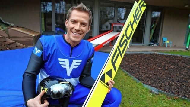 Florian Danner auf seinem Sprungsimulator. (Bild: Klemens Groh)