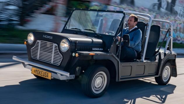 Wo andere Autos eine feste Karosserie und allenfalls ein Faltdach haben, lässt der Mini Moke buchstäblich alle Hüllen fallen. (Bild: BMW)