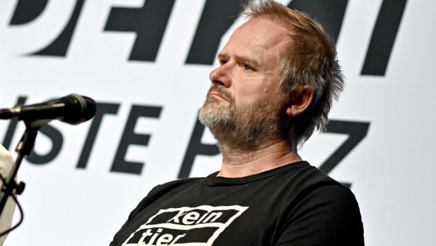 Martin Balluch vom Verein gegen Tierfabriken (Bild: APA/HERBERT NEUBAUER)