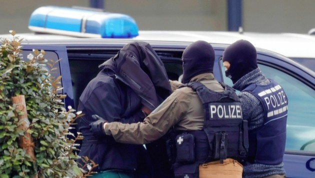 Ein jüngst in Deutschland im Zuge einer groß angelegten Razzia verhaftetes Mitglied der Reichsbürgerbewegung (Bild: EPA)