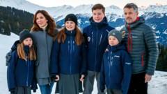 Kronprinzessin Mary und Kronprinz Frederik mit den Kindern Prinzessin Isabella, Prinz Christian sowie den Zwillingen Vincent und Josephine. (Bild: AP)