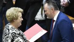 Hans Peter Doskozil und Landtagspräsidentin Verena Dunst (Bild: APA/ROBERT JAEGER)