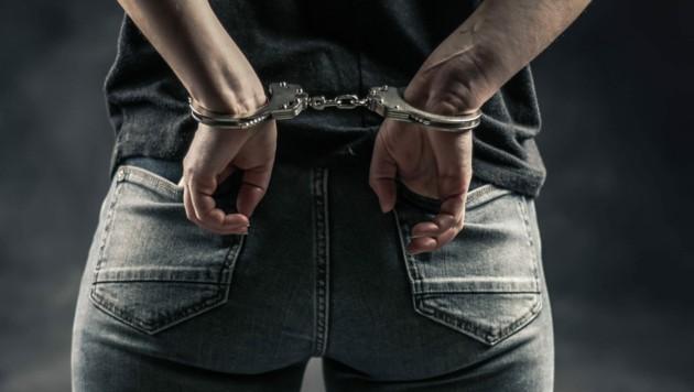 Was tun, wenn sich Handschellen nicht mehr öffnen lassen? Die Feuerwehr rufen! (Bild: stock.adobe.com)