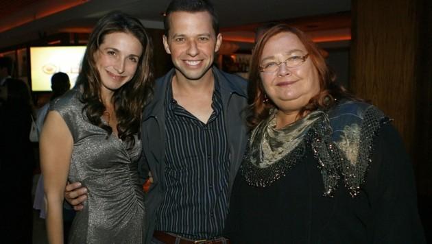 Conchata Ferrell mit ihren Serien-Kollegen Marin Hinkle und Jon Cryer (Bild: 2007 Getty Images)
