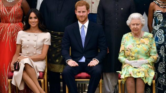 Herzogin Meghan, Prinz Harry, Queen Elizabeth II. (Bild: AP)