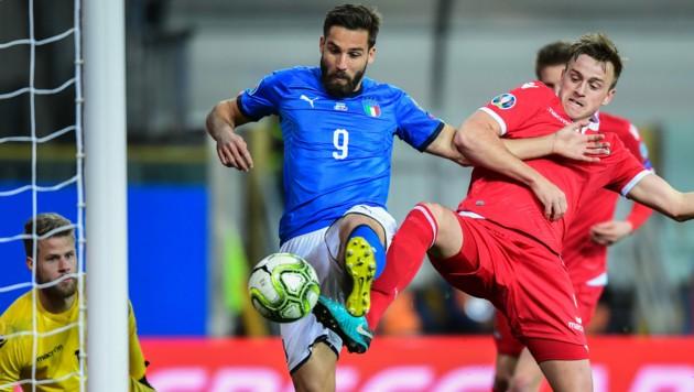 Leonardo Pavoletti (Mitte) im Italien-Teamdress (Bild: AFP)