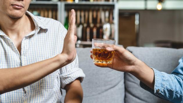 An zumindest zwei Tagen pro Woche auf alkoholische Getränke verzichten! (Bild: Pormezz/stock.adobe.com)