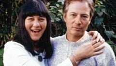 Robert Durst (re.) im Jahr 1999 mit Mordopfer Susan Berman (Bild: The Jinx)