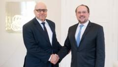 Außenminister Alexander Schallenberg hat sich beim österreichischen Konsul in Peking, Nikolai Herold, bedankt. (Bild: APA/AUSSENMINISTERIUM/MICHAEL GRUBER)