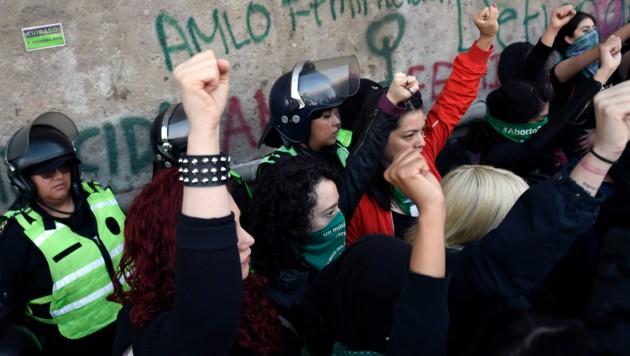 Die Frauen wollen ihre Ohnmacht gegenüber der Gewalt nicht mehr hinnehmen. (Bild: AFP)