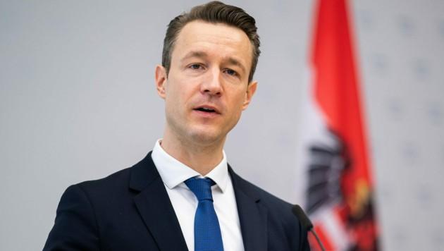 Finanzminister im Rampenlicht: Der erste türkis-grüne Höhepunkt wird Gernot Blümels Budgetrede am 18. März. (Bild: APA/GEORG HOCHMUTH)