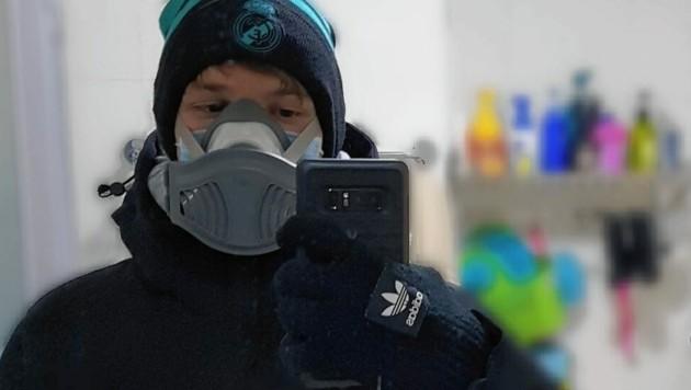 Nur selten verlässt der Steirer Maximilian Santner in Peking die Wohnung - natürlich nur mit Mundschutz. (Bild: Santner/zVg)