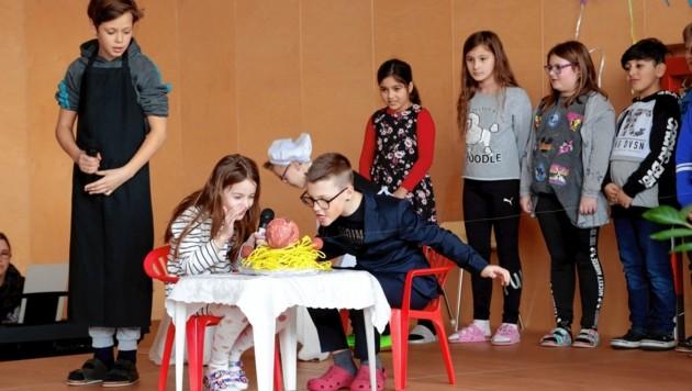 Vorführung der Kinder (Bild: LPD/Wajand)