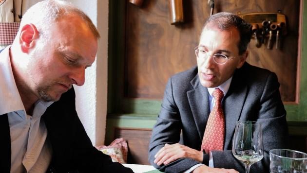 Christoph Swarovski, Präsident der Tiroler Industrie, im Gespräch mit Markus Gassler (li.). (Bild: IV)