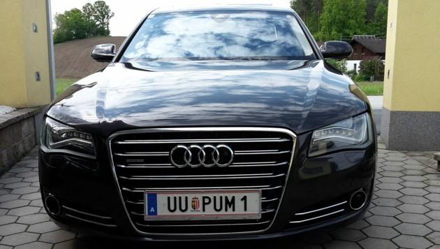 Dieser schwarzgraue Audi A8 ist Wolfgang Pum am 15. März 2018 in Ried in der Riedmark gestohlen worden (Bild: ZVG)