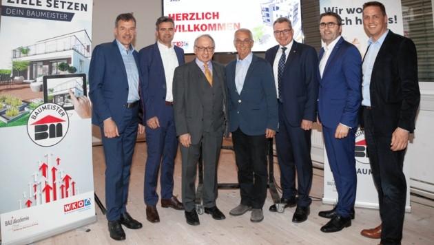 Bautag 2020: BM Georg Willi, Alexander Nußbaumer (ZIMA), Moderator Ronald Barazon, Karl Wurm (NHT), LR Johannes Tratter, Innungsmeister Anton Rieder, Matthias Marth (v. li.). (Bild: WK Tirol)
