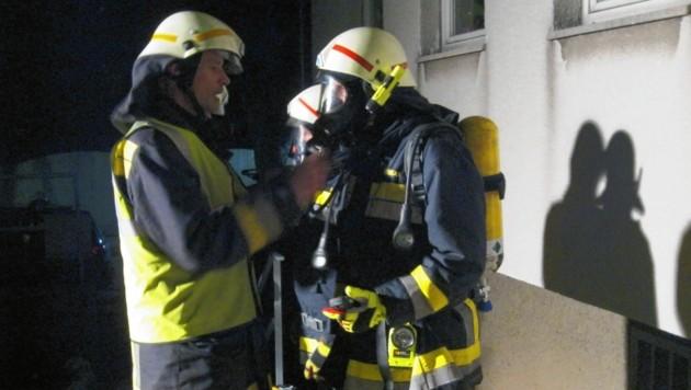 Atemschutz war bei dem Rettungseinsatz in Hinterbrühl (Niederösterreich) für die Florianis Pflicht. (Bild: FF Hinterbrühl)