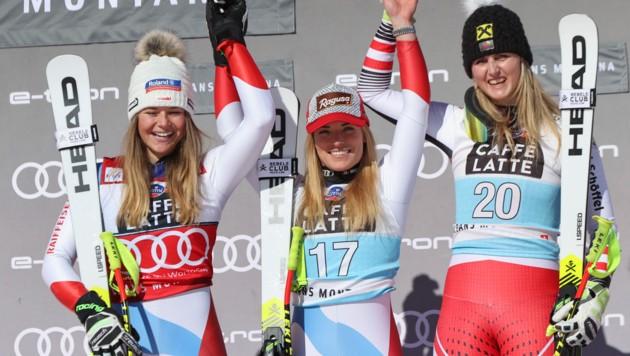 Tagessiegerin Lara Gut-Behrami (Mitte), Abfahrts-Weltcupsiegerin Croinne Suter (li.) und Nina Ortlieb (Bild: Copyright 2020 The Associated Press. All rights reserved)