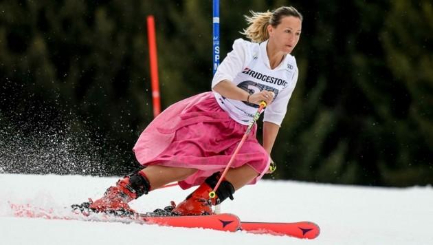 Bei ihrem Abschied aus dem Weltcup fuhr Michi Kirchgasser 2018 in Ofterschwang im Dirndlkleid herunter. (Bild: DANIEL KOPATSCH)