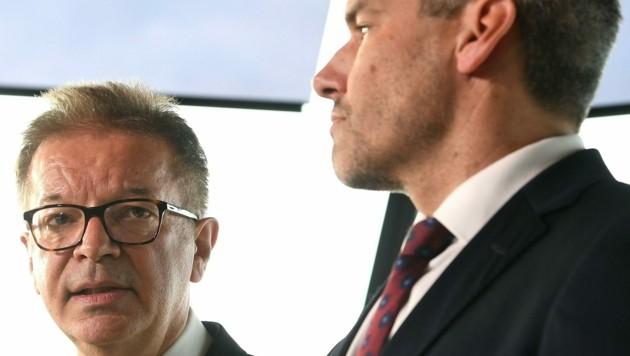 Gesundheitsminister Rudolf Anschober und Innenminister Karl Nehammer (Bild: APA/HELMUT FOHRINGER)