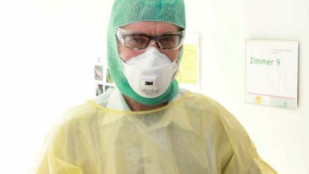 Oberarzt Hermann Laferl betreut die Corona-Verdachtsfälle an der 4. Medizinischen Abteilung des Kaiser-Franz-Josef-Spitals. (Bild: Zwefo)