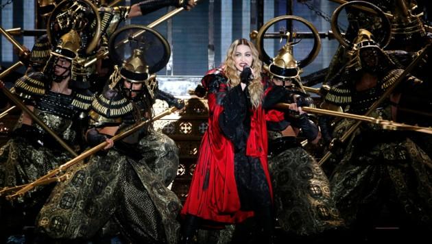 Irgendwann kam sie dann doch auf die Bühne und gab ihre Hits zum Besten. (Bild: AFP)