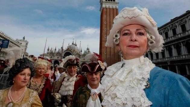 Nachdem es in Italien mittlerweile schon mehr als 100 Coronavirus-Fälle gibt, hat Venedig nun auch den weltberühmten Karneval abgesagt. (Bild: AP)