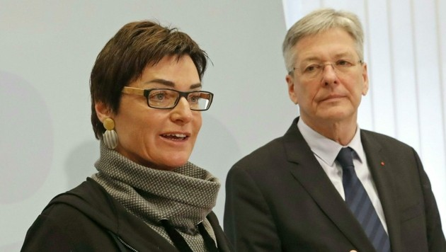 Gesundheitsreferentin Beate Prettner und Peter Kaiser (Bild: APA/GERT EGGENBERGER)