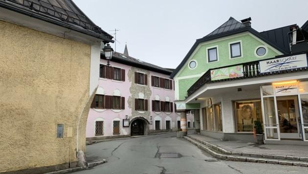 Der Liendlwirt (rosa Haus) in der Lofererstraße in Saalfelden steht leer (Bild: Salzmann Sabine)