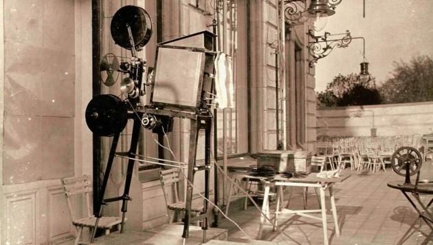 So sahen die Projektoren der ersten elektrischen Kinos aus. (Bild: TAÖ/AAvK)