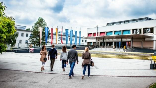 Derzeit kann man an der Uni Klagenfurt nur Bücher abholen, ab 11. Mai wird mehr los sein. (Bild: AAU/Daniel Waschnig)