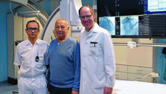 Oberarzt Karim Saleh, Patient Hans Waschelewski aus Linz, Primar Clemens Steinwender (v.l.) (Bild: K.U.K.)