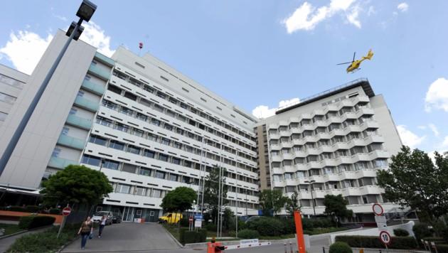 Das Universitätsklinikum St. Pölten (Bild: APA/HERBERT PFARRHOFER)