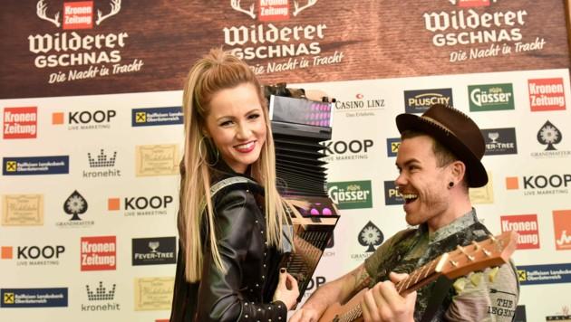 Schlagersängerin Melissa Naschenweng mit Matthias Ortner (Matakustix) beim Gschnas in Linz (Bild: Markus Wenzel)