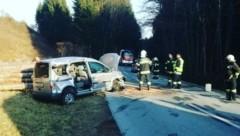Die Feuerwehr Moosburg hat das Auto geborgen. (Bild: Feuerwehr Moosburg)