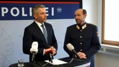 Innenminister Karl Nehammer und Salzburgs Landespolizeidirektor Franz Ruf (re.) (Bild: APA/FRITZ NEUMÜLLER)