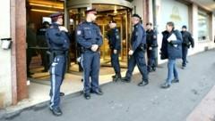 Ein Hotel nahe der Innenstadt, in dem die infizierte Italienerin arbeitete, wurde auf Anordnung des Landes vorübergehend gesperrt. (Bild: APA/EXPA/JOHANN GRODER)