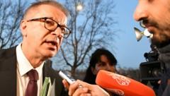 Gesundheitsminister Rudolf Anschober gibt Auskunft über die Vereinbarungen beim Krisentreffen in Rom. (Bild: APA/AFP/Alberto PIZZOLI)
