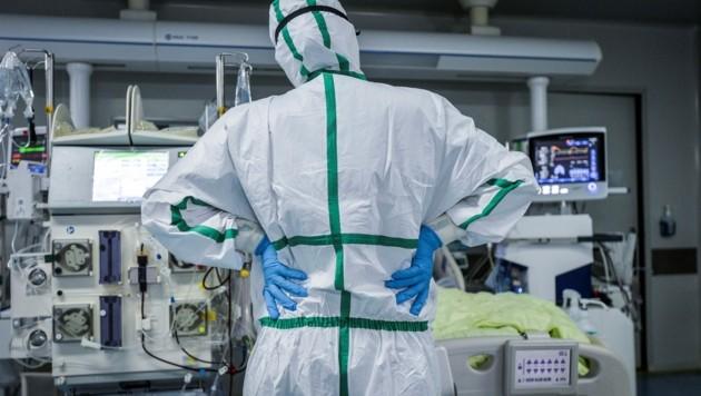 Die Ärzte in den Krankenhäusern von Wuhan arbeiteten rund um die Uhr. (Bild: AFP)