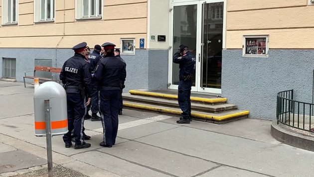 In Wien wurde eine Schule für wenige Stunden gesperrt, weil es einen Corona-Verdachtsfall gab, der sich aber als negativ herausstellte. (Bild: Andi Schiel)