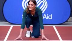 Herzogin Kates Sneakers kosten nur 35 Euro und waren kurz nach ihrem Besuch beim Sportevent in London ausverkauft. (Bild: AFP)