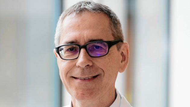 """Tropenmediziner Univ.-Prof. Dr. Heinz Burgmann, AKH Wien, beruhigt: """"Bei 80% aller Patienten zeigt sich ein milder Verlauf, ähnlich wie bei einem grippalen Infekt."""""""