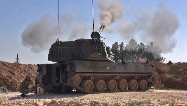 Syrische und türkische Truppen liefern sich derzeit heftige Gefechte in der nordwestsyrischen Provinz Idlib. Machthaber Assad will dort die letzte Rebellenhochburg zurückerobern und den Bürgerkrieg mithilfe Russlands zu seinen Gunsten entscheiden. (Bild: AFP)