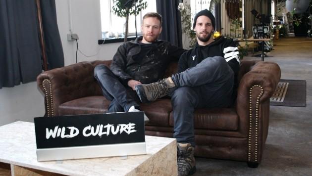 Felix Brunhuber (li.) und Florian Fellier machten aus einer Fabrikhalle eine Soundfabrik. (Bild: Daum Hubert)