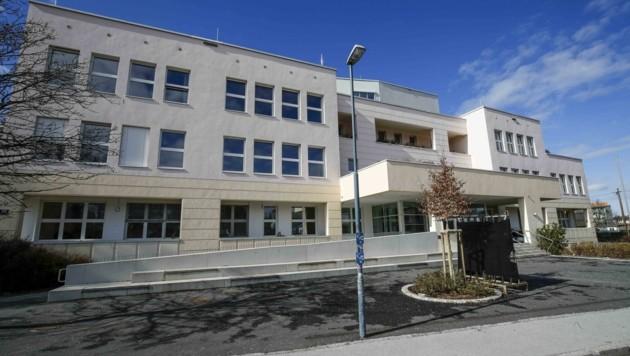 Das Musische Gymnasium in der Haunspergstraße sagte drei Reisen wegen des Coronavirus ab. (Bild: Tschepp Markus)