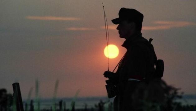Ein Soldat im Assistenzeinsatz an der Grenze im Burgenland. (Bild: Bundesheer)